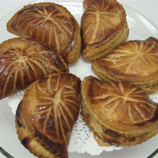 Caramelized apple s and walnuts in puff pastry